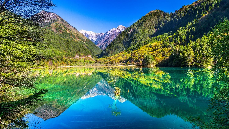 Mirror Lake - Jiuzhaigou National Park, Sichuan, China